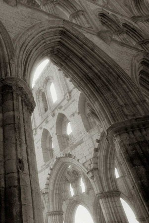 Rievaulx_Abbey_01
